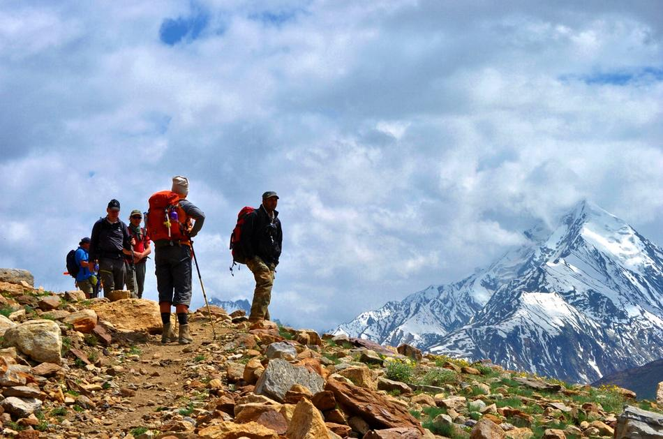 walking-high-trails–baralachala-trek-india-himalayas-G6M_950px